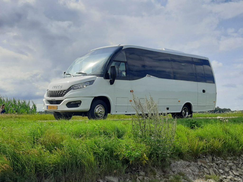 Pendelbus huren met midi bus