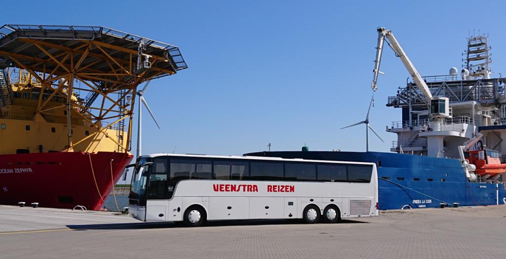 Verlengde bus in de Eemshaven met Veenstra Reizen